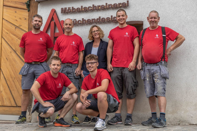 Das Teamfoto der Hettich & Partner AG mit allen sieben Mitgliedern
