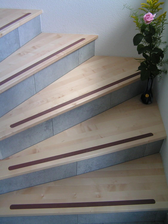 Holzbeschichtung bei Treppen, welche von Hettich & Partner erstellt wurde