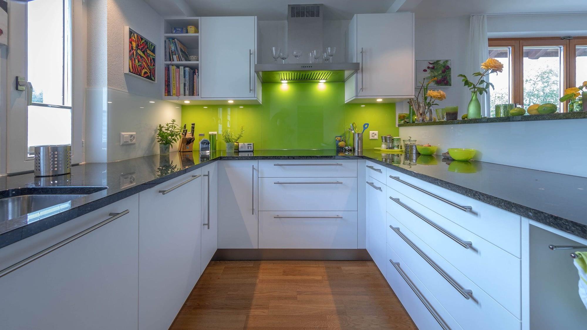 Komplettumbau der Küchenschränke sowie dem Boden
