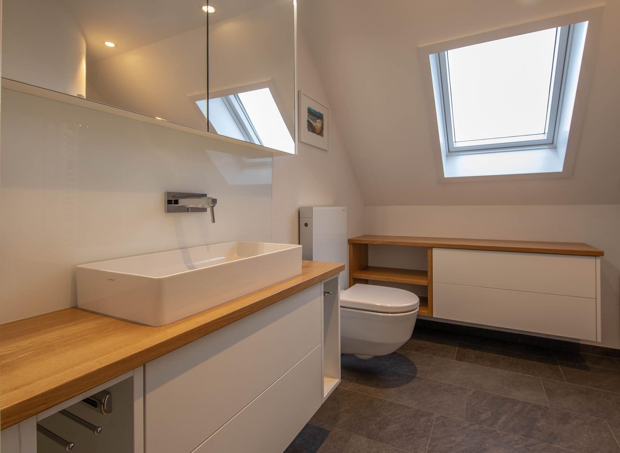 Badezimmer Oberflächenausstattung aus Holz